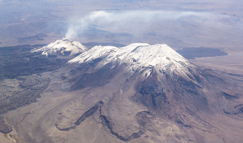 peru volcano smoke aerial andes aerialphoto humo arequipa rauch luftbild fumo volcan vulcão pérou volcán fumée luftaufnahme anden vukan ampato aerialimage sabancaya la2094