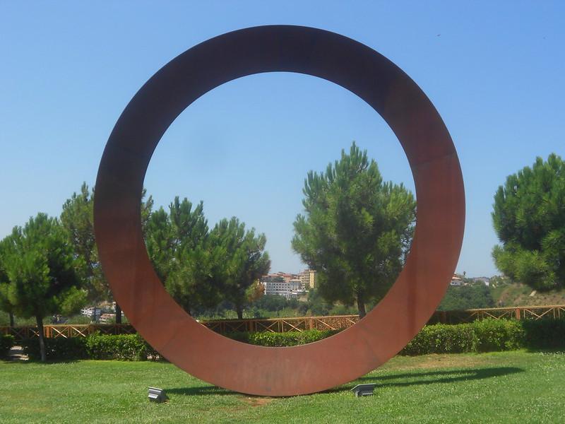 Mauro Staccioli, Cerchio imperfetto,  Parco Internazionale della Scultura, Catanzaro