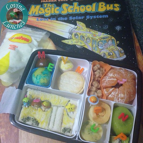 Loving our #MagicSchoolBus inspired solar system lunch for tomorrow… my inner planets are backwards but those darn rice crackers wouldn't fit in the other section ☺️ #bentoproblems @sinchies #schoollunch #funfood #funwithfood
