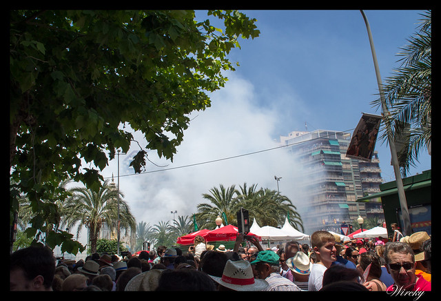 Hogueras Alicante que debes saber - Mascletá pirotecnia Reyes Martí