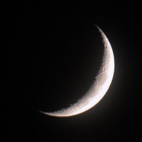インスタで多少リタッチしたけど、手持ちでここまで月が綺麗に撮れるってすごいな。クレーター見えてるぞ。 #g3xblog