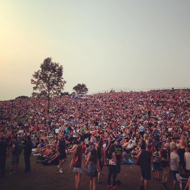 A few people showed up for Doobie Brothers and Boston. #feq