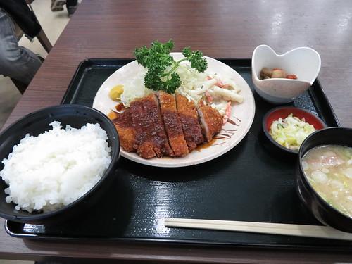 中京競馬場のウサ美の味噌カツ定食