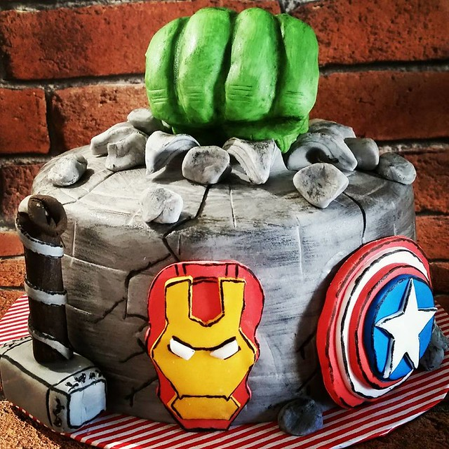 Marvel Ensemble cake by Bex Powell of I MADE 'DIS