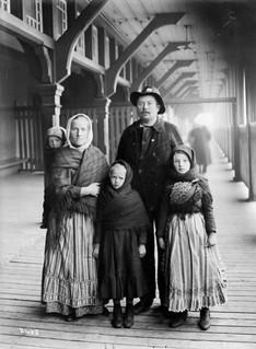 Slavic immigrants, Yanaluk family / Immigrants slaves, famille Yanaluk