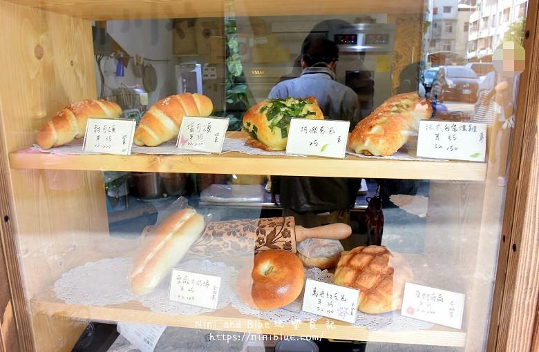 台中景點.柳川麵包彩繪屋.柳川麵包店.文學館旁10