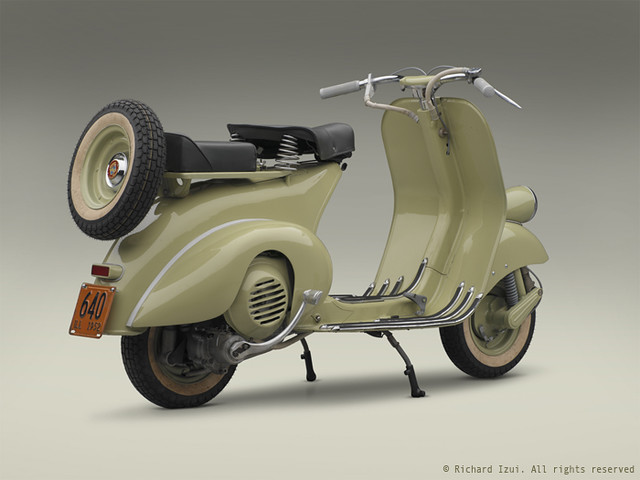 1952 Vespa 125 (right 3/4 rear)