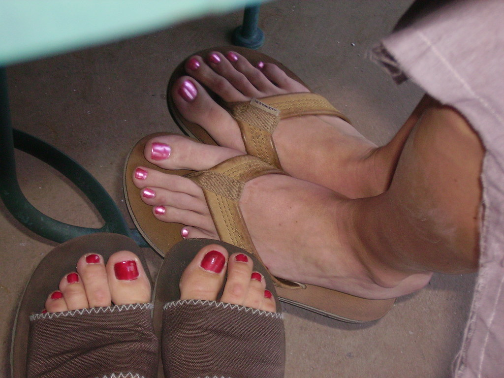 Mature mom toes