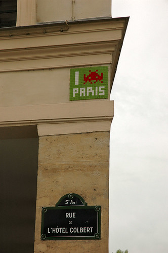 Space Invaders Love Paris