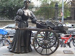 Molly Malone Dublin Apr 2005 by symonmreynolds