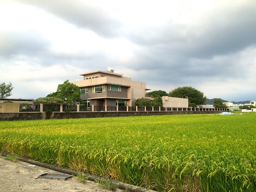 現行法令即可查核農舍,違規即應撤銷。(圖片來源:台灣農村陣線提供)