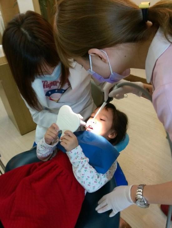 兒童牙醫推薦_高雄西河牙醫診所_林書妡醫師_兒童塗氟 (2)