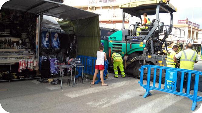 Una obra provoca las quejas de los vendedores del mercadillo de Los Urrutias