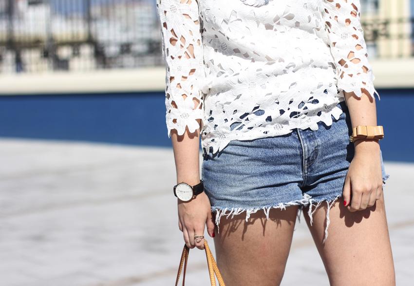 look de verano con shorts vintage y blusa de encaje de la redoute myblueberrynightsblog