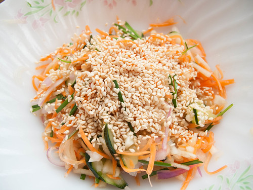 005 salad with sesame seeds