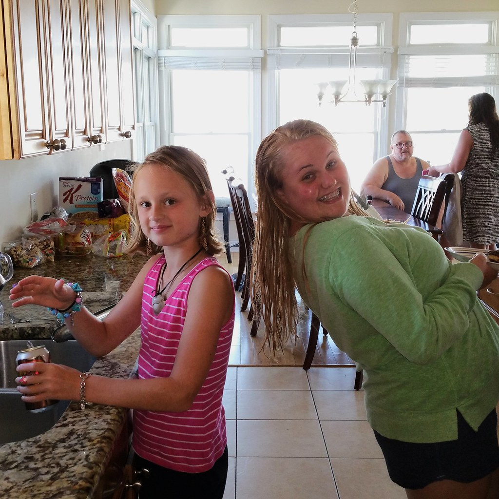 Ariana & Ally