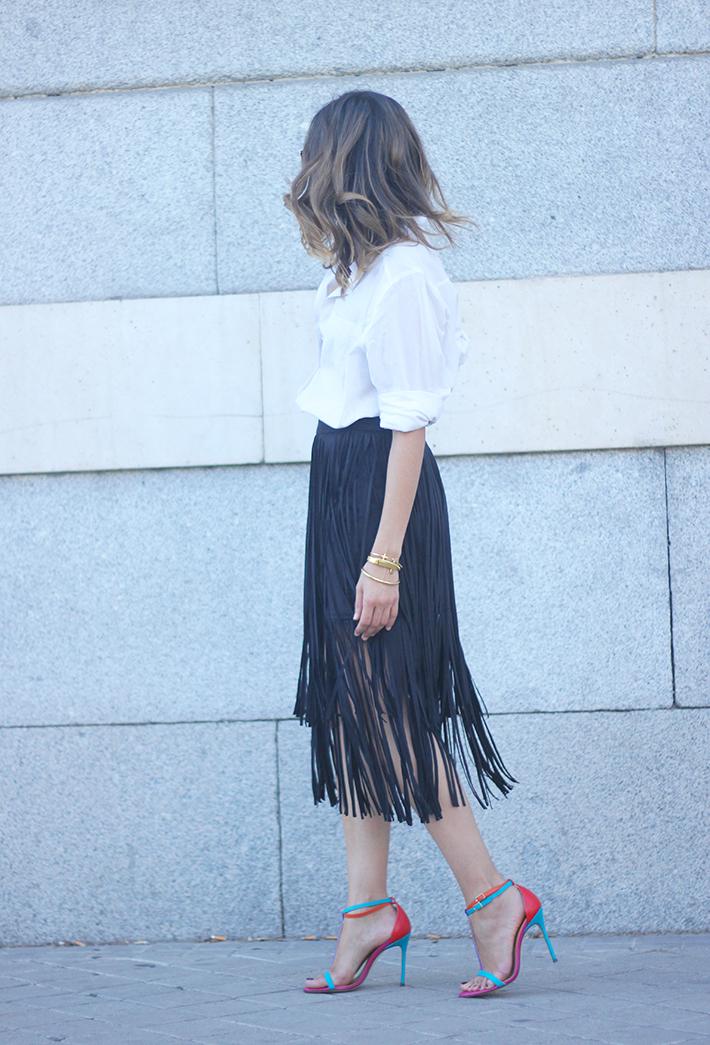 Fringed Black Skirt White Shirt Outfit Carolina Herrera Sandals03