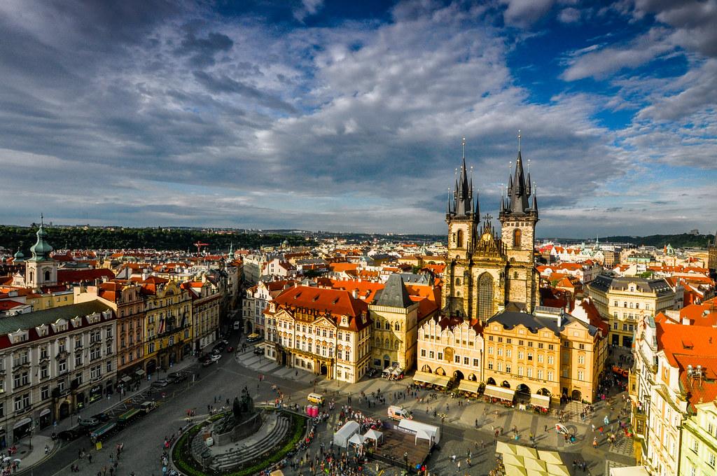 Place de la Vieille Ville à Prague depuis l'hotel de ville - Photo de mendhak