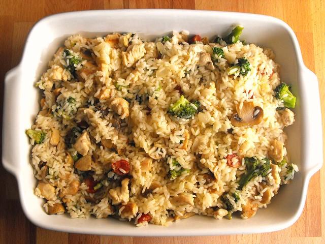 Arroz com frango, brócolos e cogumelos