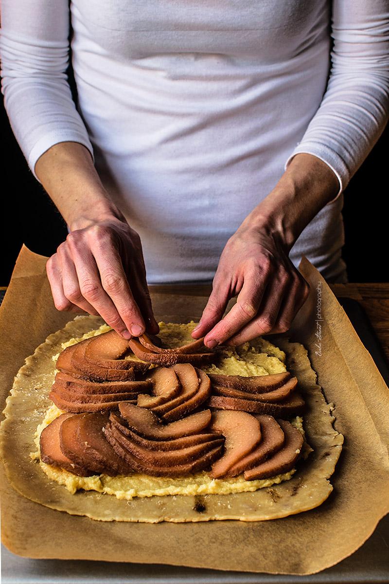 Galette de membrillo, crema de almendra y pistachos