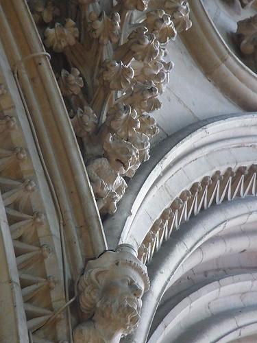 リンカン大聖堂の小悪魔
