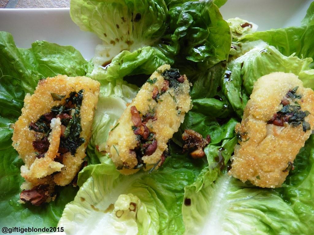 Erdäpfel-Eierschwammerlrolle mit Blattsalat
