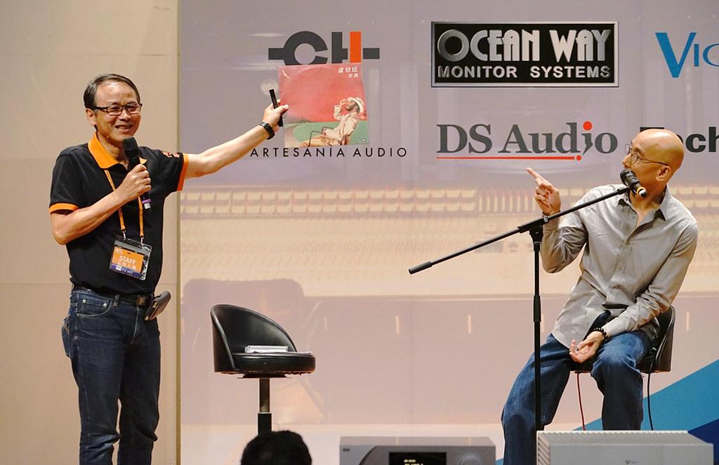 觀眾拜託披頭請盧冠廷為其首張專輯「天鳥」黑膠唱片上簽名