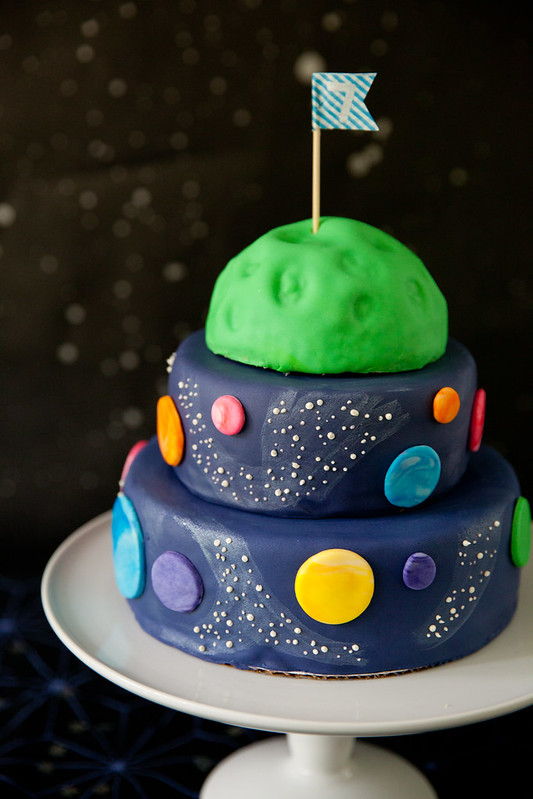 Andrew 39 s outer space birthday party everyday annie for Cake decorations outer space