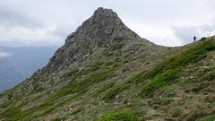 Sur l'épaulement de la crête du piton rocheux 1881 en surplombant les bergeries de Vecchiali