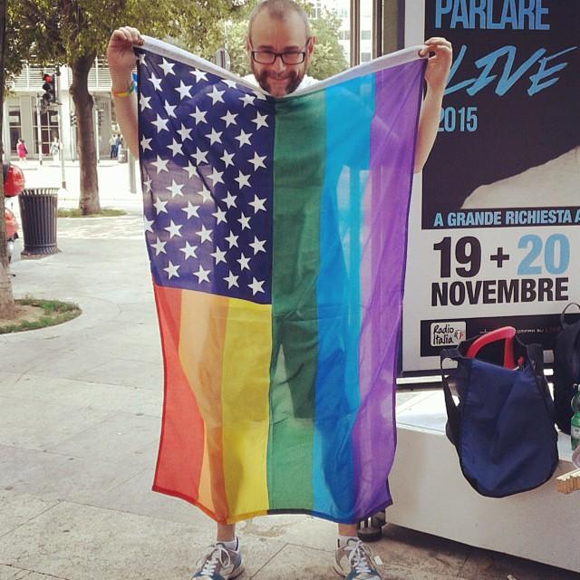 #sentinellidimilano con bandiera #milanopride #pride2015 #lovewins