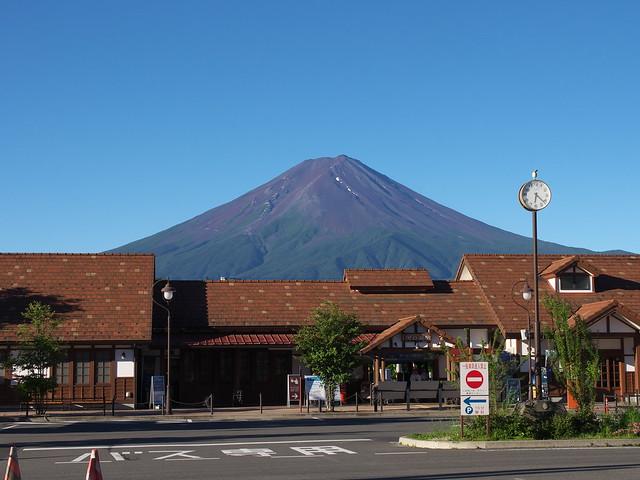 河口湖車站與富士山