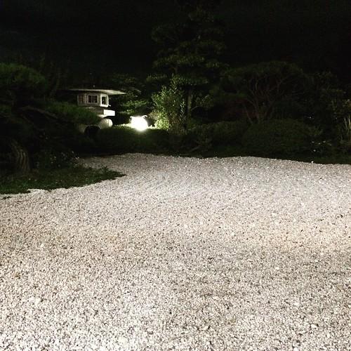 日帰り温泉にて、庭を眺めつつ夕涼み