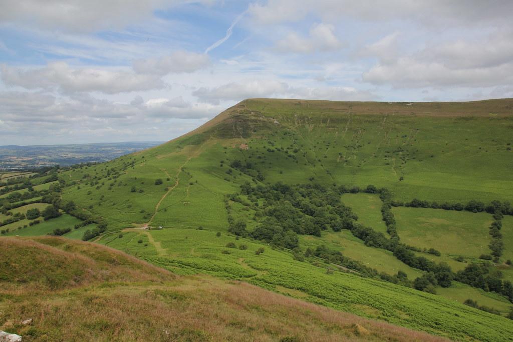 mynydd llangorse, mynydd troed, cwmdu, llangorse lake, black mountains, brecon beacons, cockit hill
