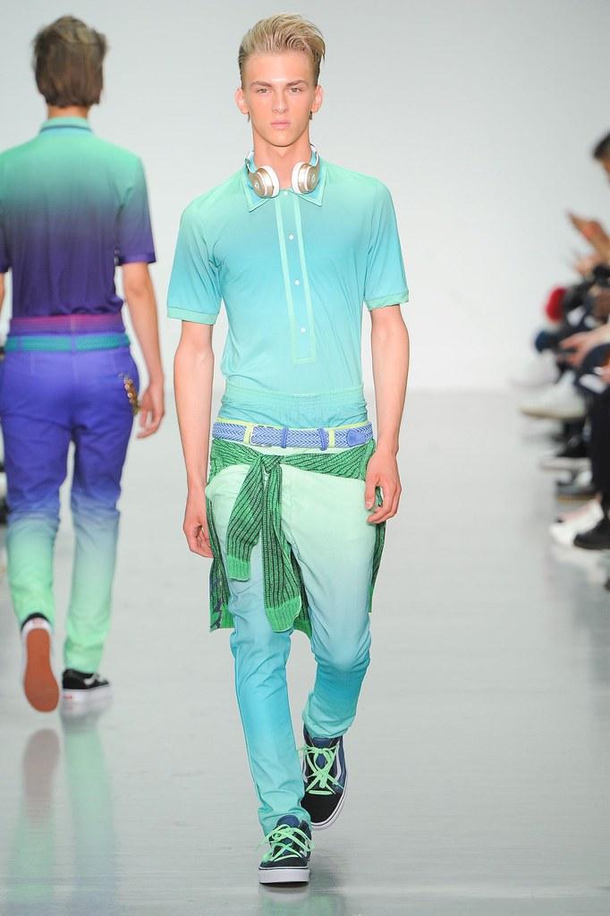 Dominik Sadoch3313_SS16 London Katie Eary(fashionising.com)