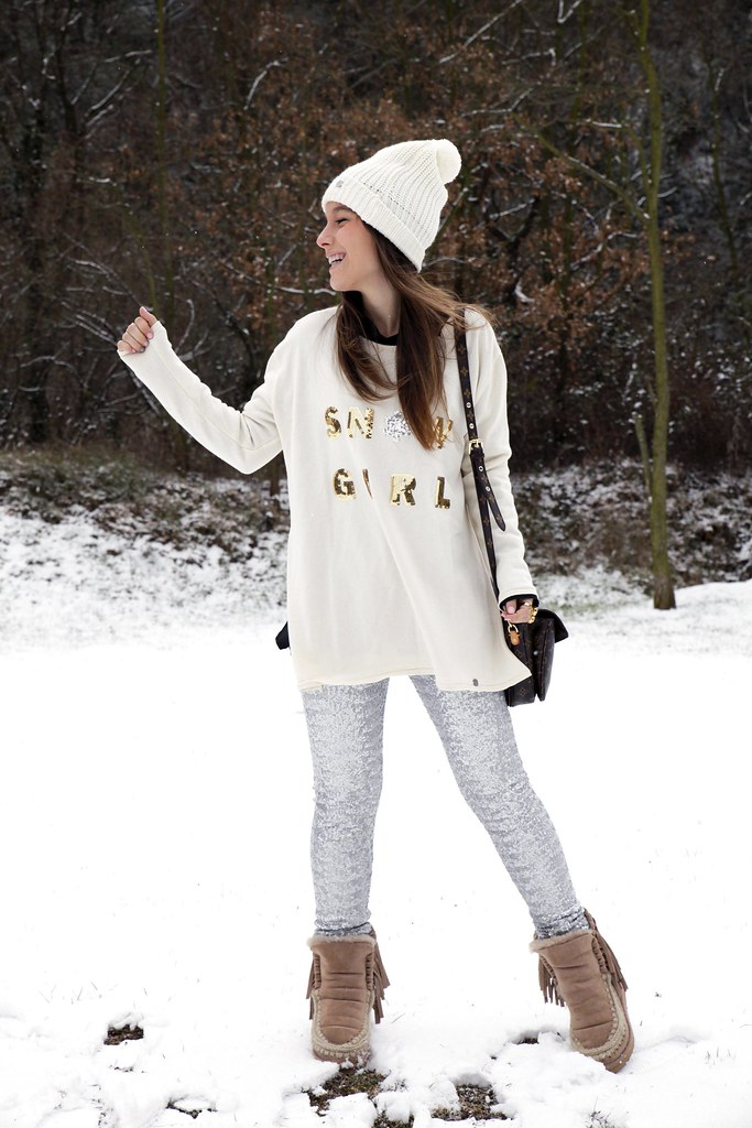 04_SNOW_GIRL_OUTFIT_THEGUESTGIRL_LAURA_SANTOLARIA_FASHION_BLOGGER_RUGACOLLECTION_MOUBOOTS_WINTER