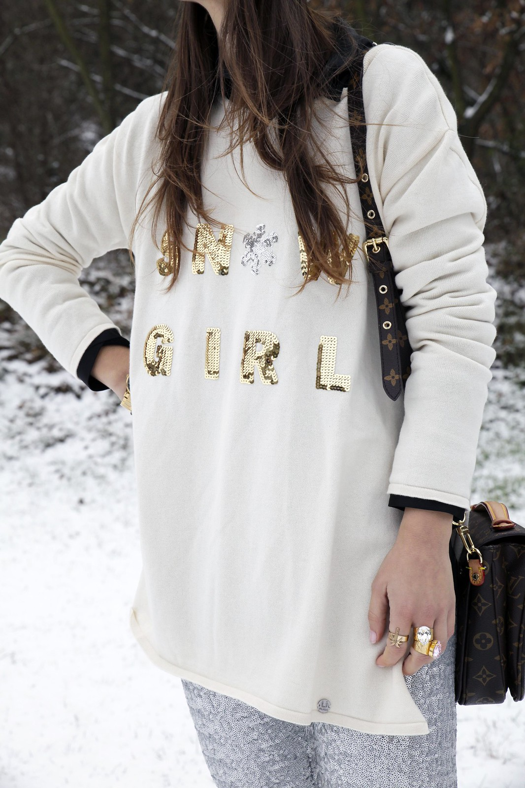 09_SNOW_GIRL_OUTFIT_THEGUESTGIRL_LAURA_SANTOLARIA_FASHION_BLOGGER_RUGACOLLECTION_MOUBOOTS_WINTER