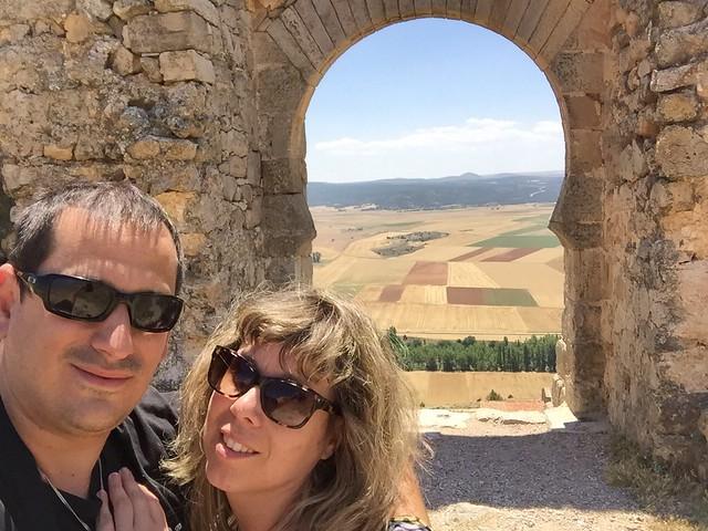 Sele y Rebeca en el Castillo de Gormaz (Soria)