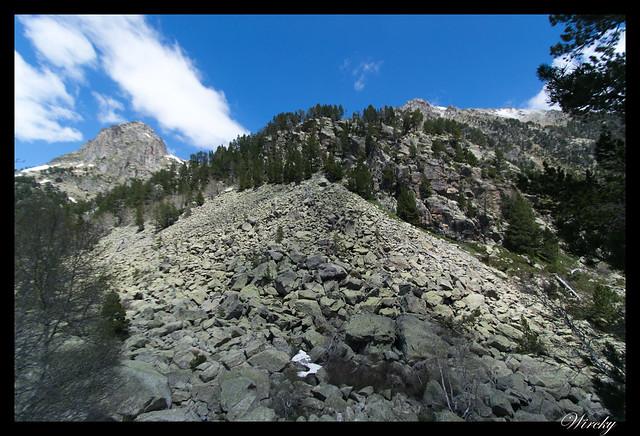 Montaña en el Lago de la Ratera