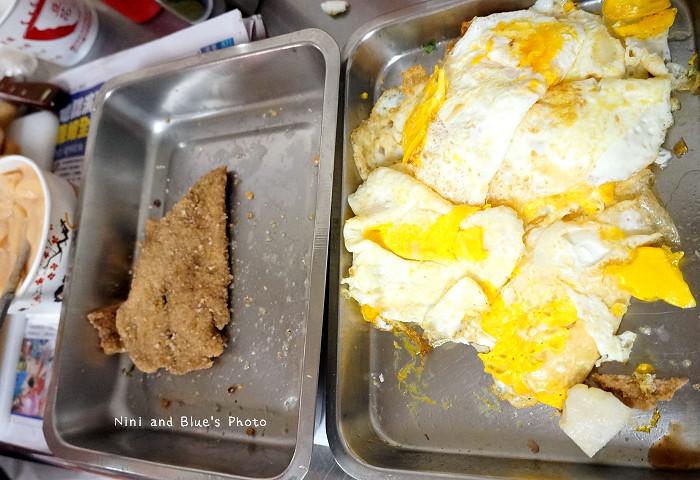 18407702878 432fc345be b - 謝氏早點,台中人的老味道,麵糊蛋餅與肉排三明治,台中火車站附近