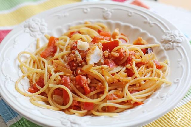 Espaguetis con bacalao www.cocinandoentreolivos.com (8)