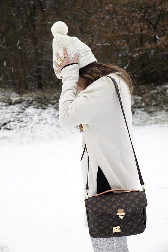 02_SNOW_GIRL_OUTFIT_THEGUESTGIRL_LAURA_SANTOLARIA_FASHION_BLOGGER_RUGACOLLECTION_MOUBOOTS_WINTER