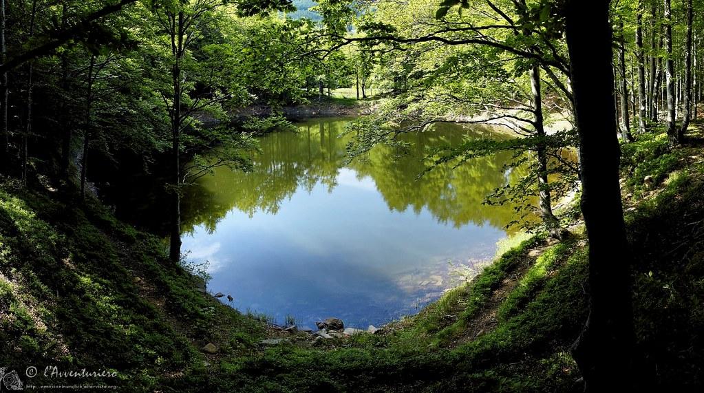 Dentro il quadro di lago scuro parco del gigante appennu2026 flickr