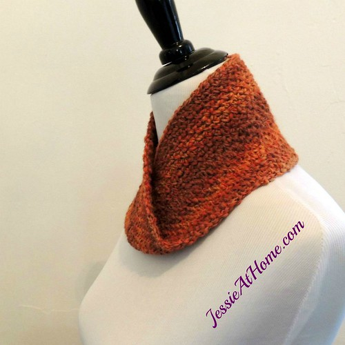Linen-Stitch-Mobius-Cowl-free-crochet-pattern-by-Jessie-At-Home-2