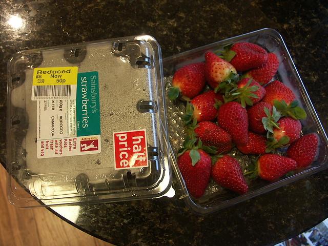 一大盒草莓