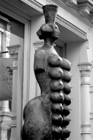 New York SoHo Boobs