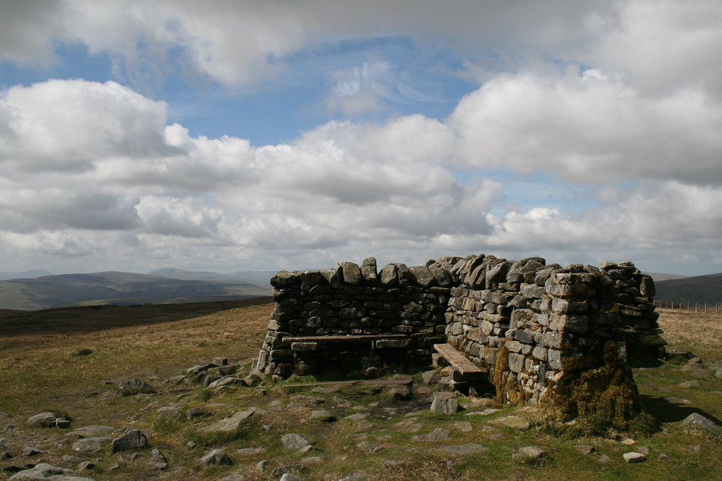 Great Shunner Fell summit shelter