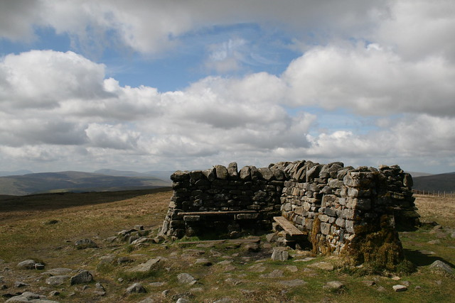 Great Shunner Fell summit shelter