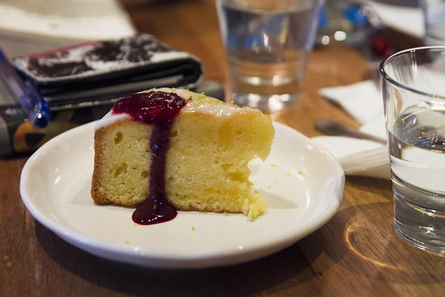Lemon cake at 學校咖啡 Ecole Cafe