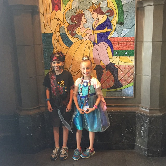Lunch at Be Our Guest with a pirate and Elsa. They look so different yet are the cutest. ���� #Disney #beourguestrestaurant #beourguest #piratesleague #bibbibibobbidiboutique