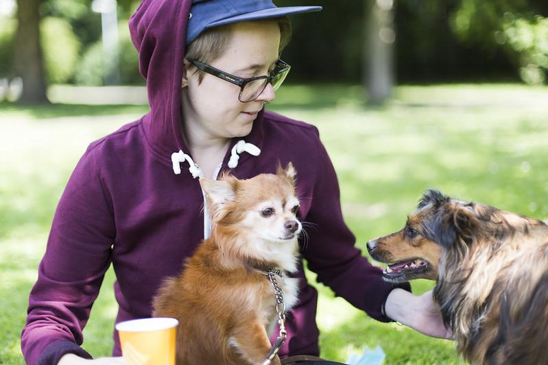 dricka kaffe med Linnea i parken